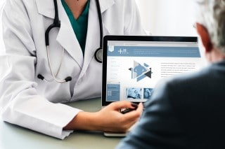 picture of doctor discussing physical therapy options for pain management with patient