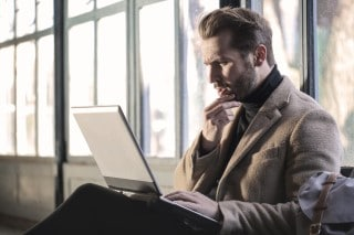 picture of man looking at sleep apnea forum on a laptop screen