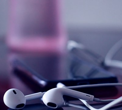 photo of music earphones which can be used to help people from falling asleep at work